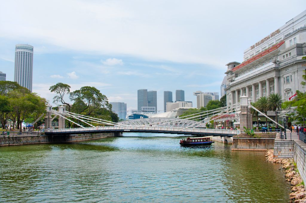 singapore bike tours cavenagh bridge