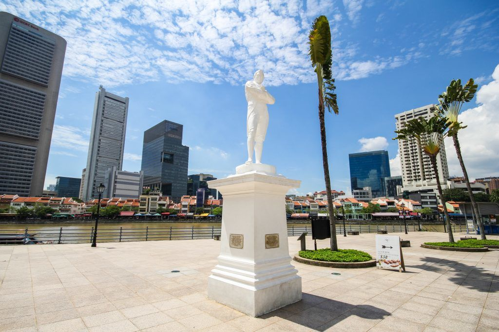 singapore bike tour sir stamford raffles statue